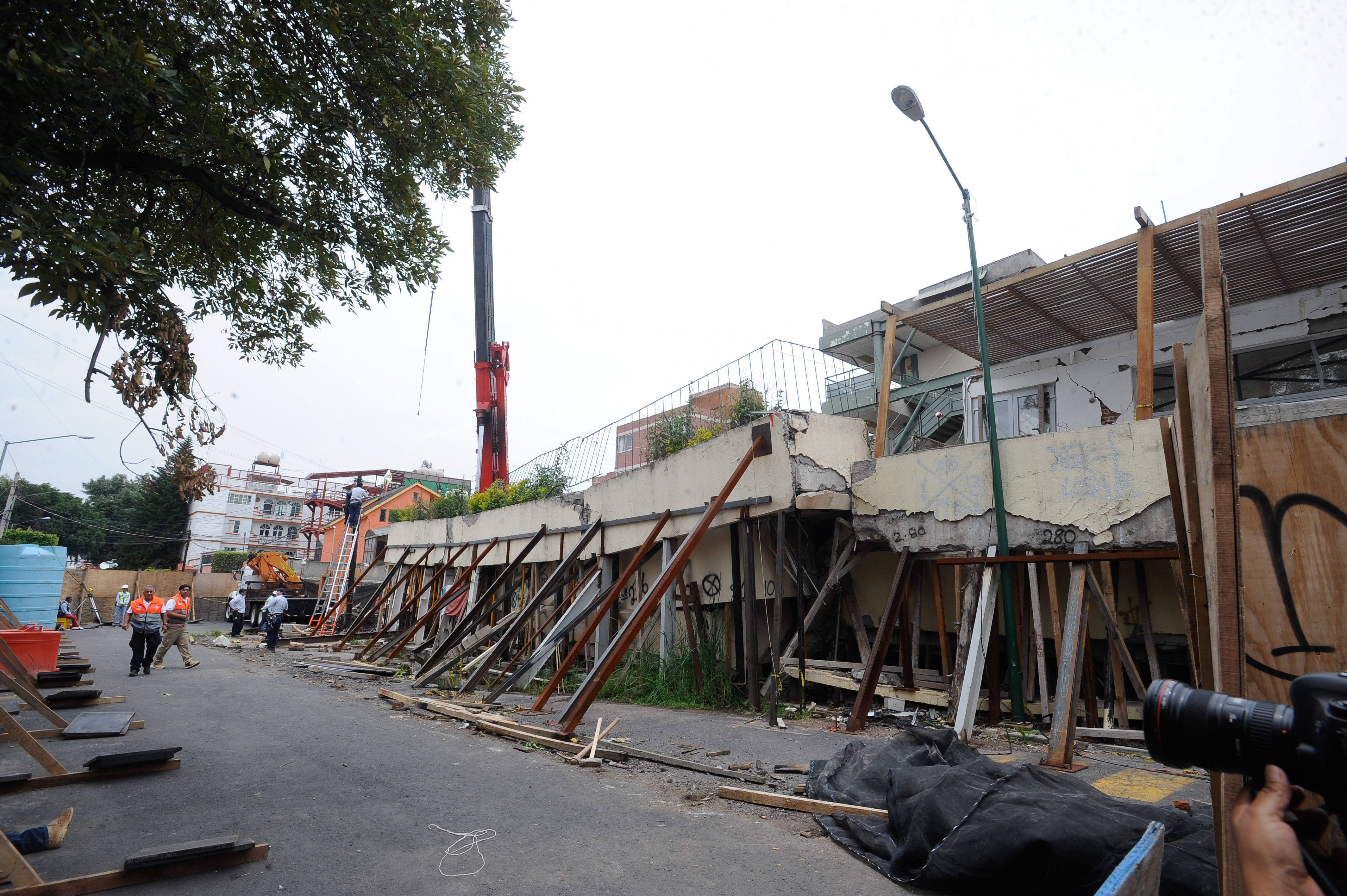 Maquinaria pesada llegó al Colegio Enrique Rebsamen, cuya demolición está próxima a realizarse, en Ciudad...