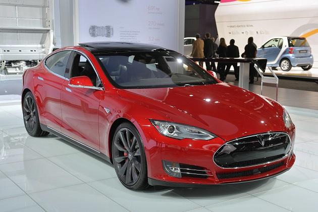 テスラ「モデルS P85D」が2015年米自動車協会ベスト・エコカーを獲得