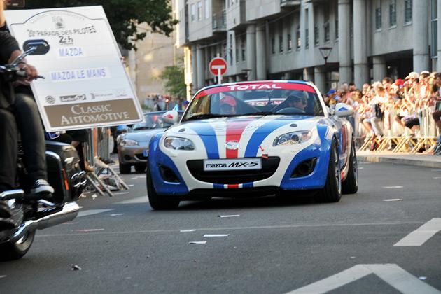 ル・マン24時間レースで、マツダが「ロードスター」25周年を記念してパレードに参加!