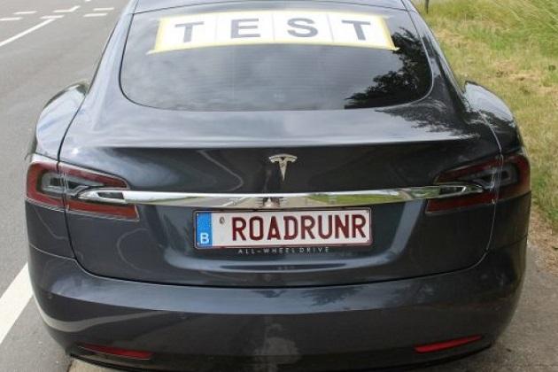 ベルギーのテスラ「モデルS」オーナーが、市販電気自動車の航続距離記録を更新!