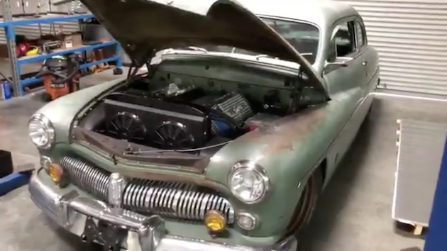 アイコン社がステルスEVと組み、1949年型「マーキュリー」を電気自動車にレストモッド!
