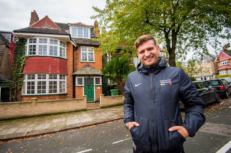 Man gets £10,000 for taking picture of empty home