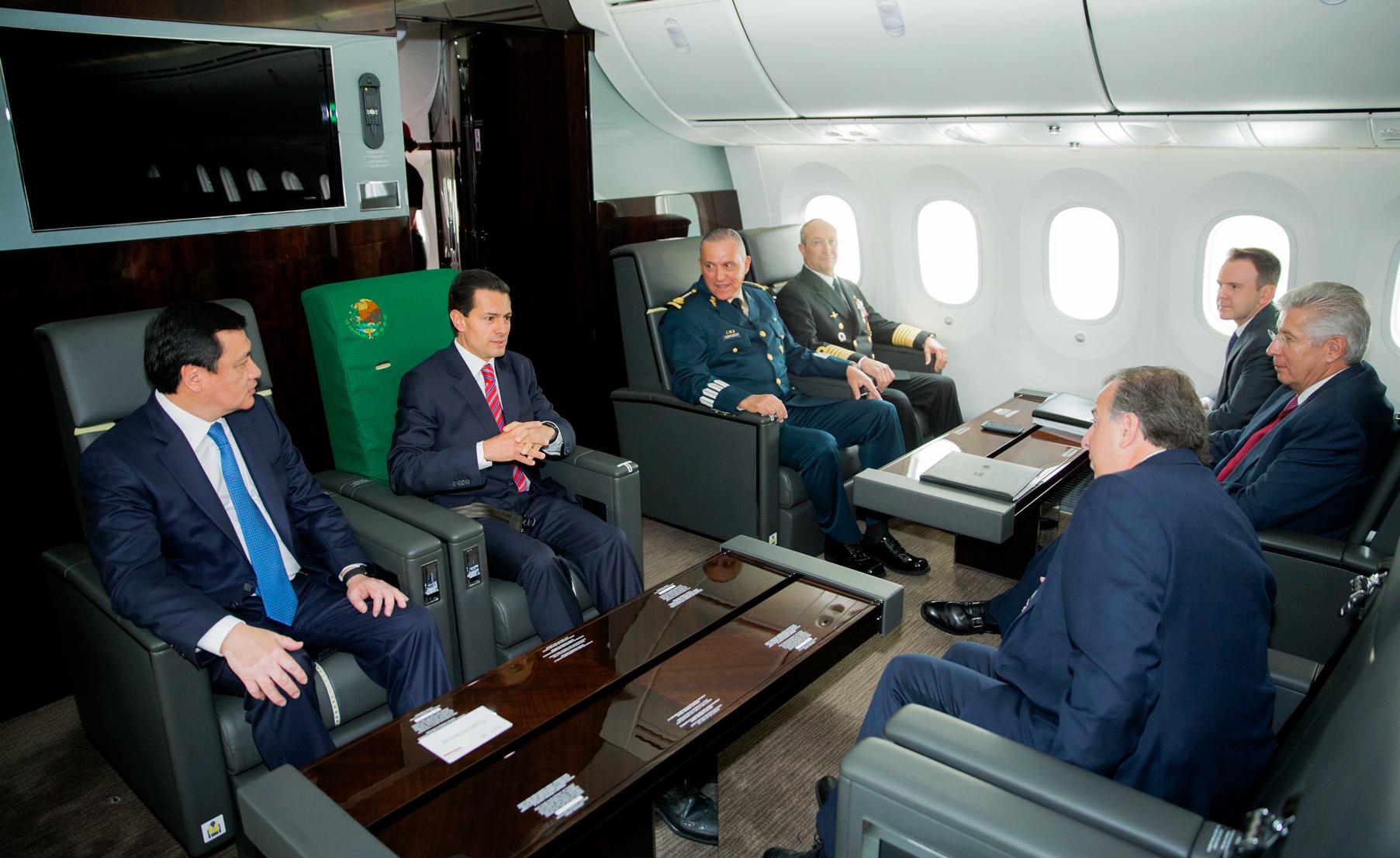 HERMOSILLO, SONORA, 10FEBRERO2016.- Enrique Peña Nieto viajó por primera vez en el nuevo avión