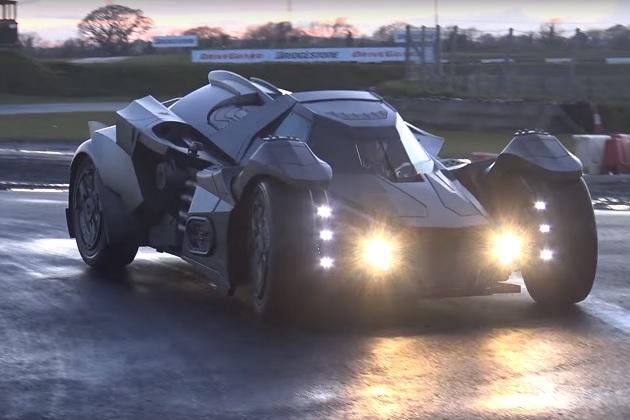 【ビデオ】まるでバットモービル! ランボルギーニ「ガヤルド」をベースに作られた異形のマシンがガムボールに出場