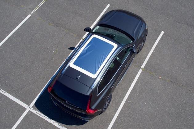 米国ボルボ、新型「XC60」の購入者に日食観測用のサンルーフ・カバーを無料で提供