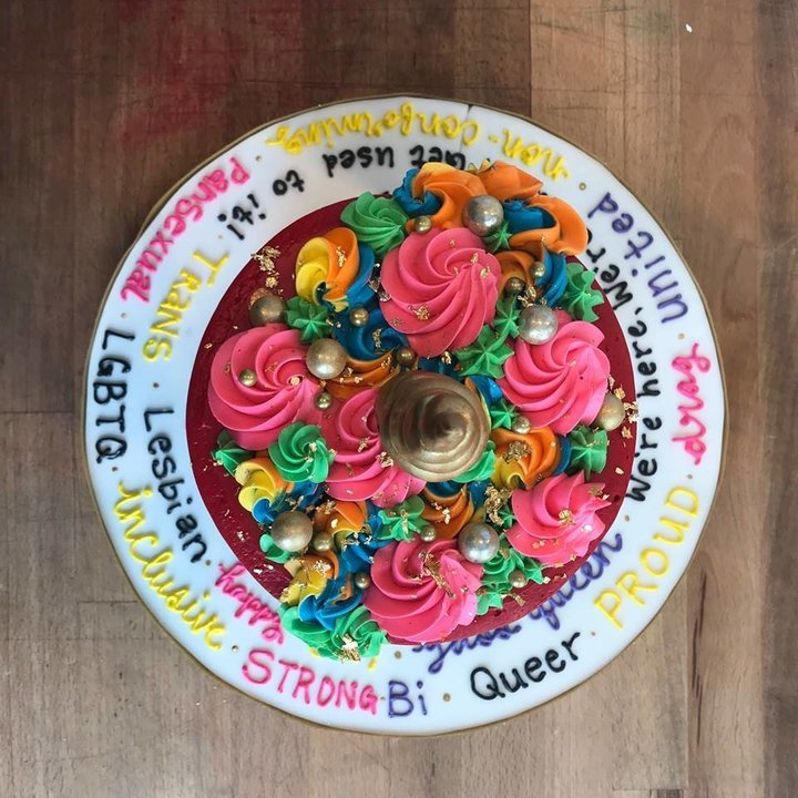 Ce couple gai voulait le gâteau «le plus gai possible», il a été