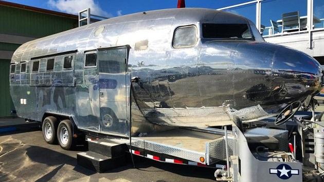 ダグラス「DC-3」の機体を利用したキッチンカー「DC-3 グルメ」が誕生!