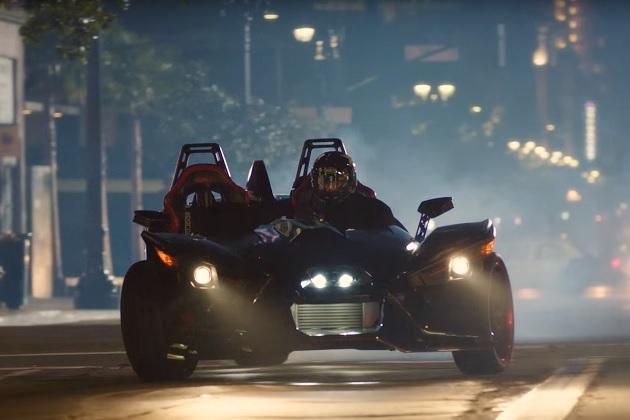 【ビデオ】タナー・ファウストが400馬力にチューンされたポラリス「スリングショット」で街を爆走!