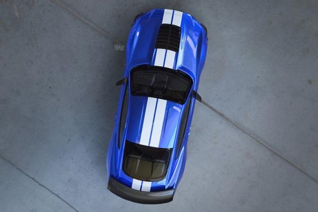 フォード、新型「マスタング シェルビー GT500」の公式画像を初公開! 巨大なフード・ダクトとリア・ウイングが明らかに