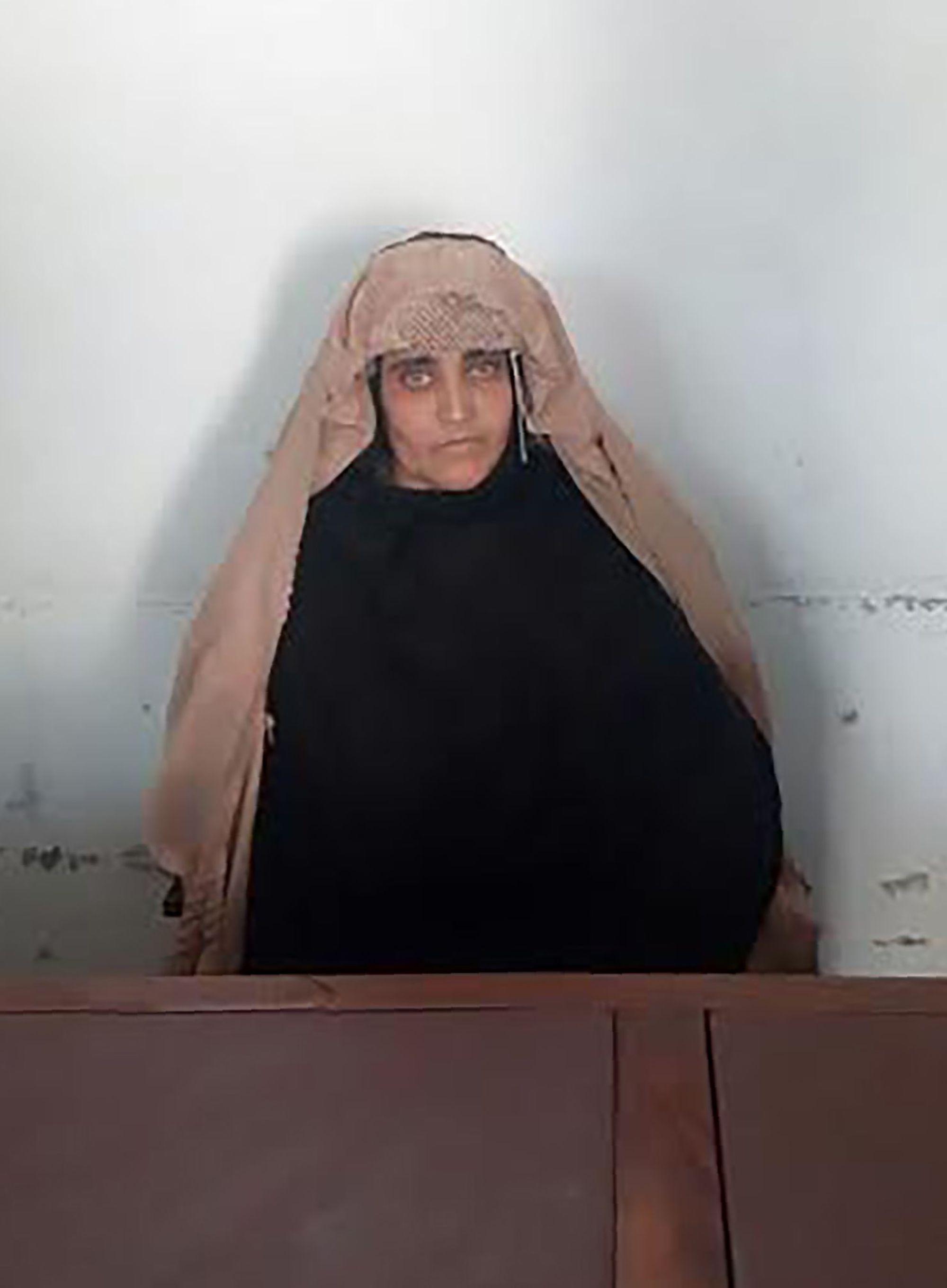 L'Afghane aux yeux verts de National Geographic risque la prison au