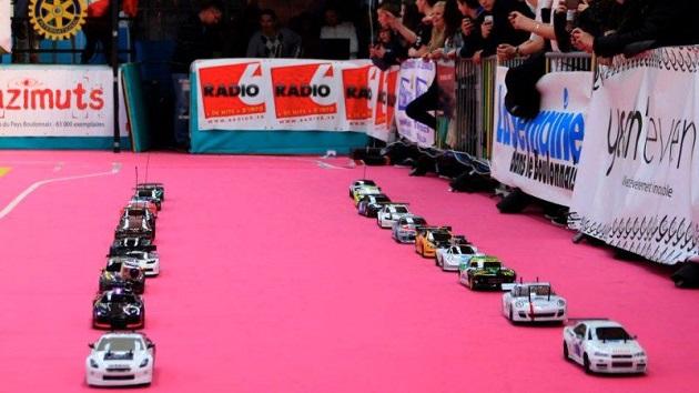 米国トヨタ、高校生による水素燃料電池ラジコンカーのレース開催をサポート