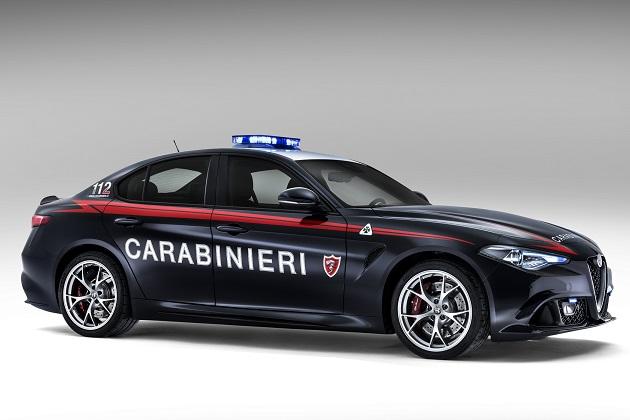 イタリアの国家治安警察隊がアルファ ロメオ「ジュリア クアドリフォリオ」特別仕様車を導入