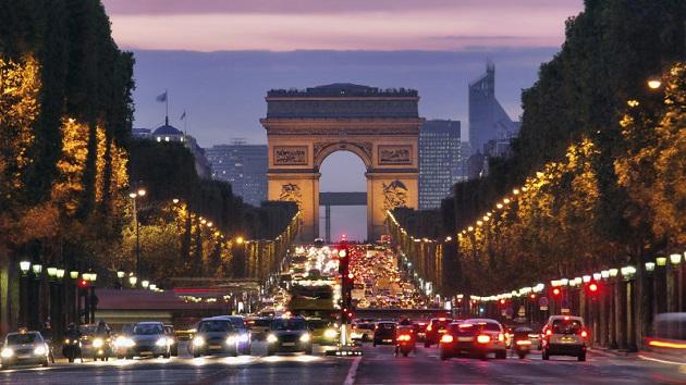 シャンゼリゼ通りから自家用車が消える!? パリで月に一度、日曜日には自動車を通行禁止に