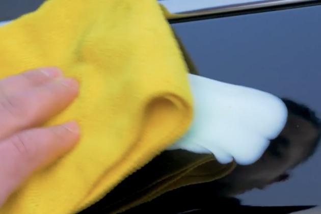 【ビデオ】噂のライフハックを検証:歯磨き粉でクルマの擦り傷を消せるか!?