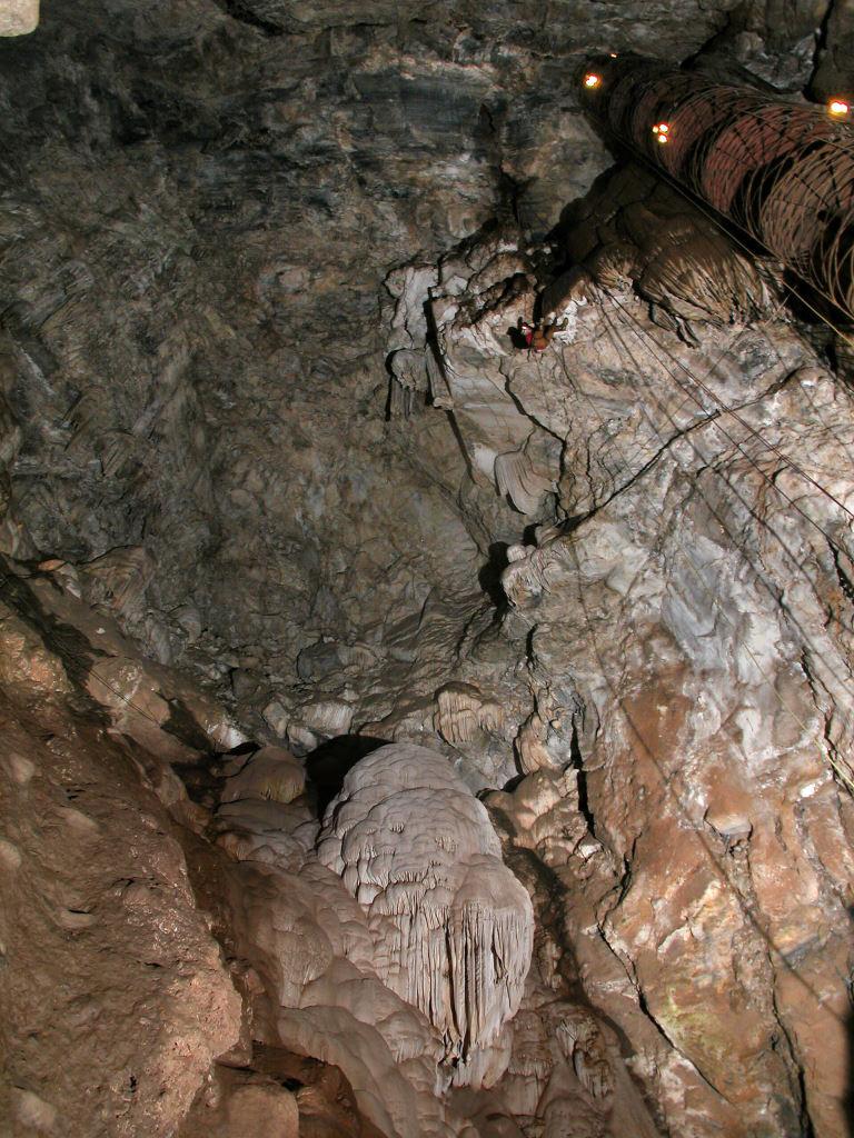https://en.wikipedia.org/wiki/Moaning_Cavern#/media/File:Moaning_Cave.jpg