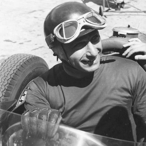 Fangio dopo la vittoria. Juan Manuel Fangio al volante della Maserati 250 F al termine del vittorioso GP di Germania 1957 che gli ha assegnato il quinto titolo mondiale di F1.