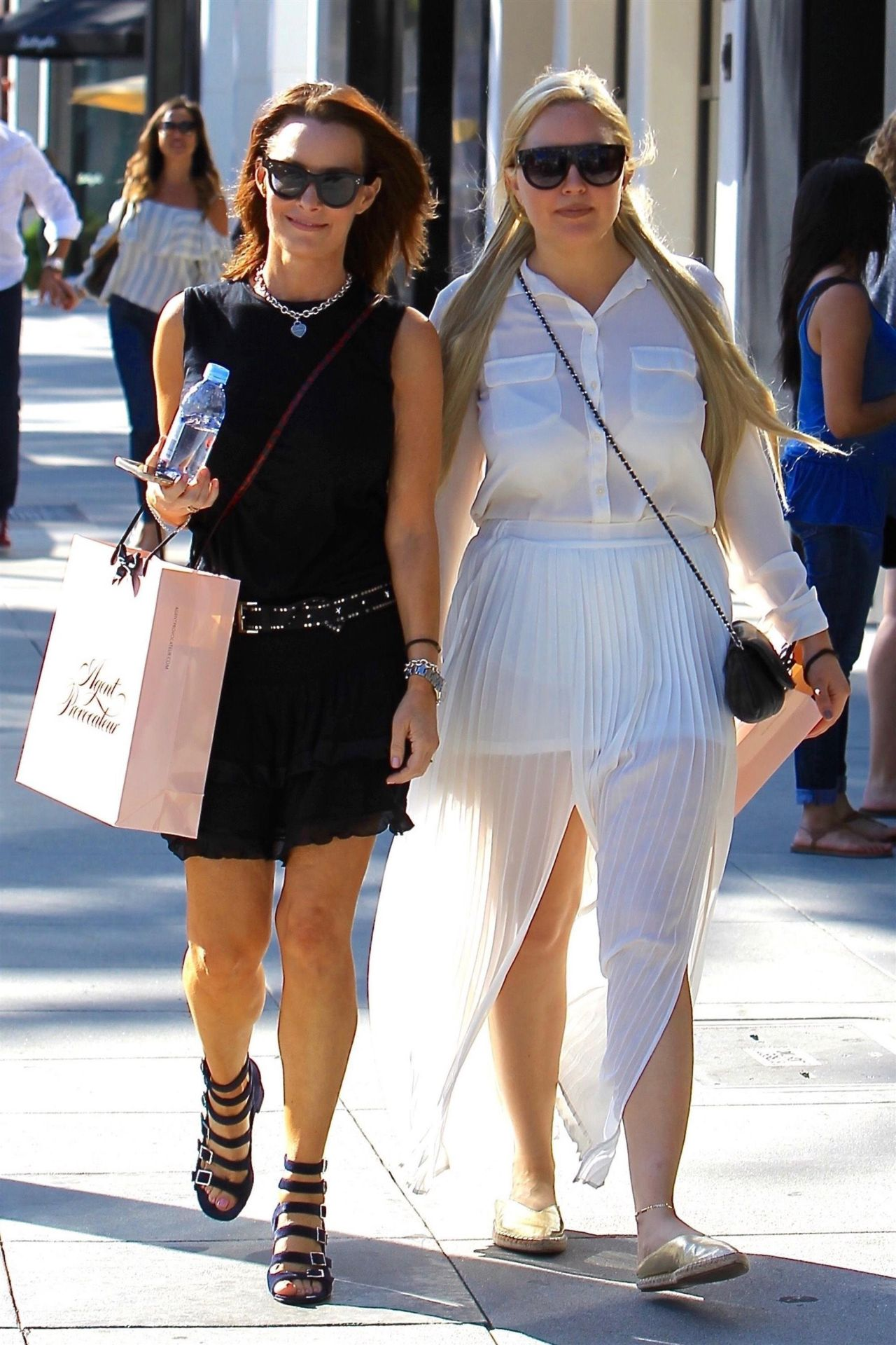 Beverly Hills, CA  - *EXCLUSIVE*  - Actress Amanda Bynes was spotted doing some shopping with a friend on Rodeo Drive in Beverly Hills.  Pictured: Amanda Bynes  BACKGRID USA 22 JUNE 2017   BYLINE MUST READ: Genghis / BACKGRID  USA: +1 310 798 9111 / usasales@backgrid.com  UK: +44 208 344 2007 / uksales@backgrid.com  *UK Clients - Pictures Containing Children Please Pixelate Face Prior To Publication*