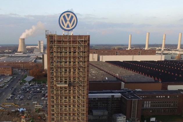 フォルクスワーゲンのヴォルフスブルク工場で、第二次世界大戦時代の不発弾を捜索中