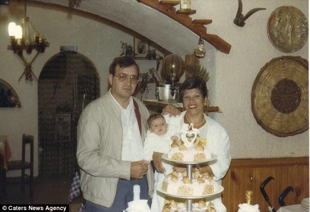 Giuseppe y Ida celebran el cumpleaños de su hijo más joven.