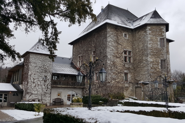 Chateau de Candie in winter