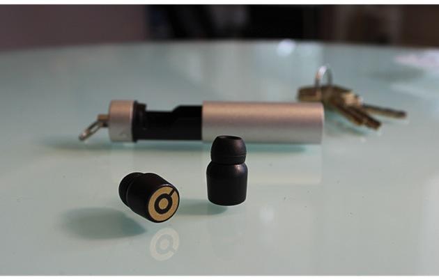 「真 · 無線」的 Earin 超迷你內耳式耳機,充電方法也很時尚簡約呢
