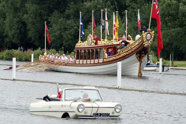 An amphibious car passes Queen Elizabeth II's royal barge Gloriana at the Thames Traditional Boat Festival near Henley-on-Thames, Britain, July 15, 2017. Picture taken July 15, 2017.   REUTERS/Jeremy Gaunt