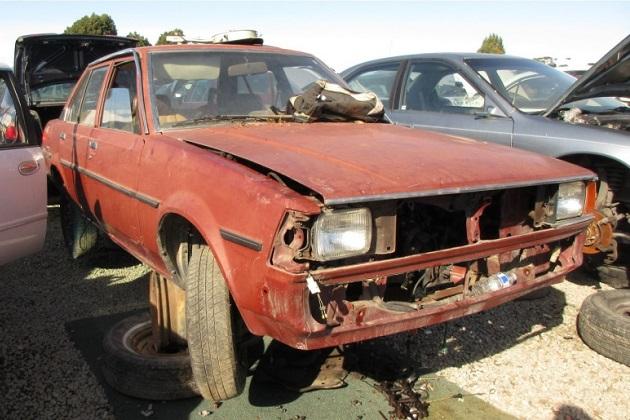 後輪駆動の1982年型トヨタ「TE72カローラ」を廃車置場で発見