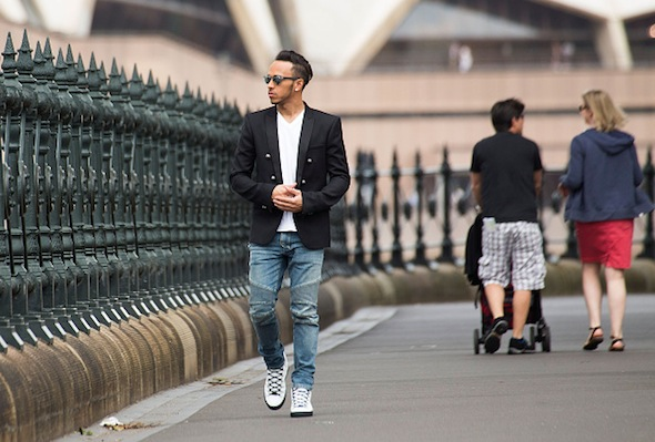 SYDNEY, AUSTRALIA - MARCH 17:  Formula 1 driver Lewis Hamilton of Great Britain and Mercedes GP is seen walking under the Sydney Harbour Bridge with the Sydney Opera House in the background on March 17, 2015 in Sydney, Australia.  (Photo by El Pics/GC Images)