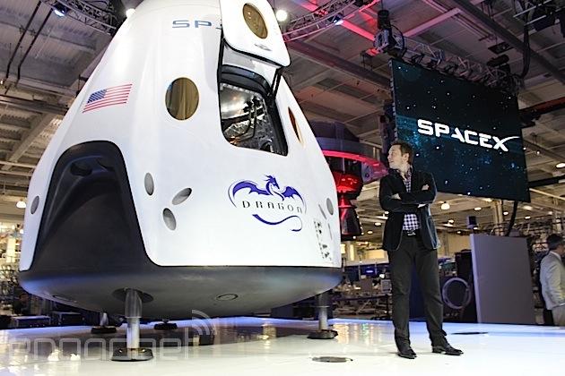 SpaceX 的 Dragon V2 太空船不但可以载 7 个人,还不用降落伞就可以回到地球