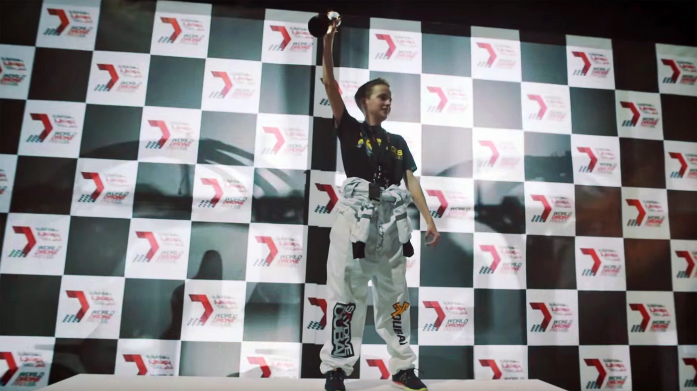 15 岁少年率队夺得 World Drone Prix 无人机竞速赛冠军