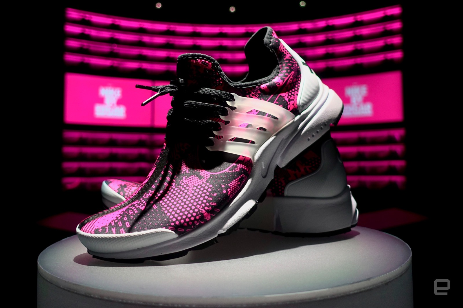 brand new 248ea 04d33 Last week, Nike announced the launch of its Makers  Experience, an  invite-only, limited-time event where people can design a pair of shoes and  have them ...
