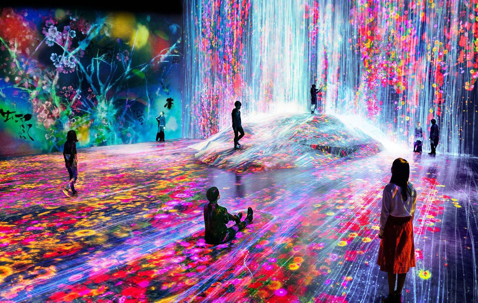 在東京迷幻數位美術館讓自己成為藝術品的一部分吧