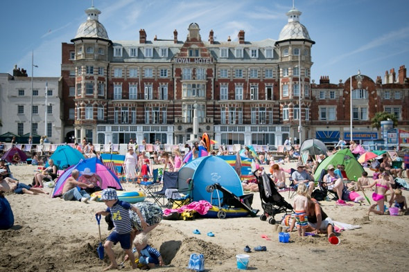 Uk weather: October to kick off with warm temperatures
