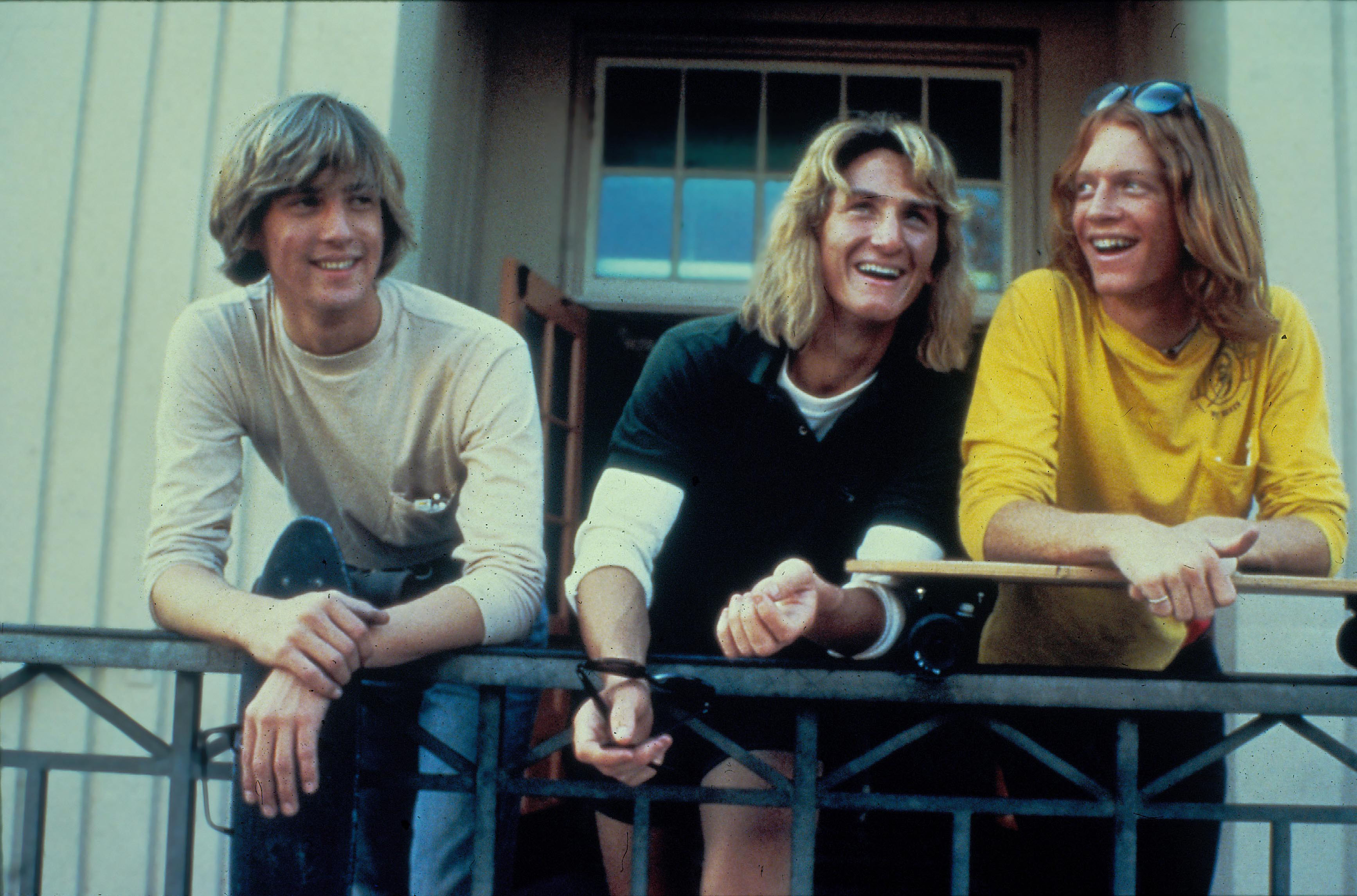 FAST TIMES AT RIDGEMONT HIGH (1982) ANTHONY EDWARDS, SEAN PENN, ERIC STOLTZ