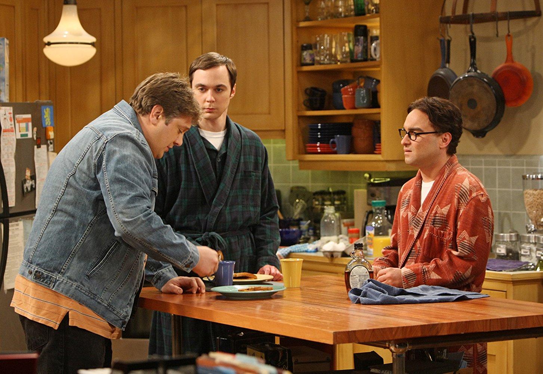 De gauche à droite, Jimmy Speckerman, Sheldon Cooper et Leonard
