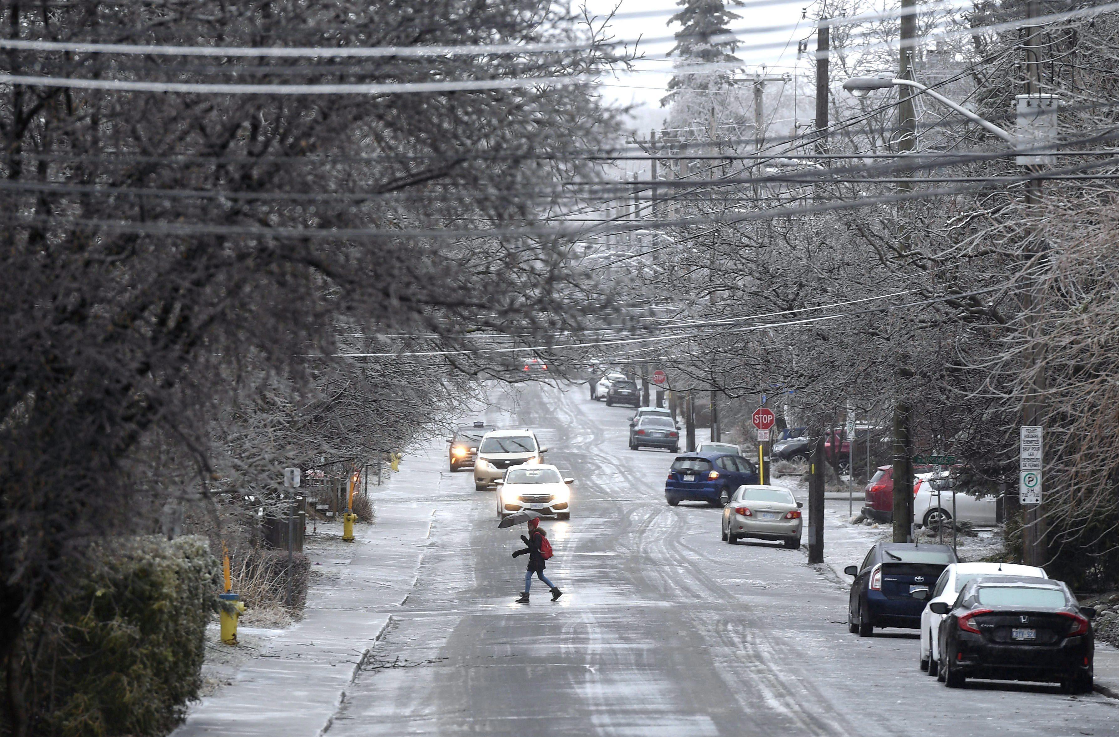 Une rue d'Ottawa en ce lundi où la météo a été dominée par la pluie