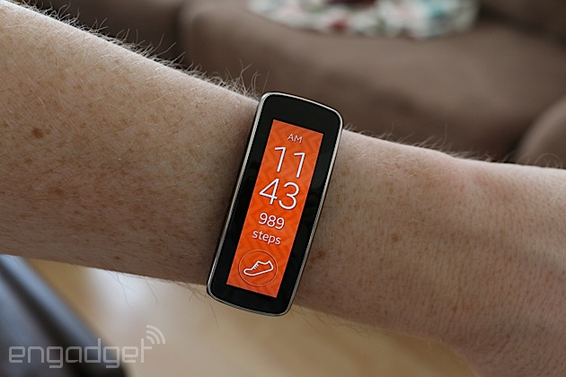 Samsung Gear Fit review: a messy merger of fitness band and