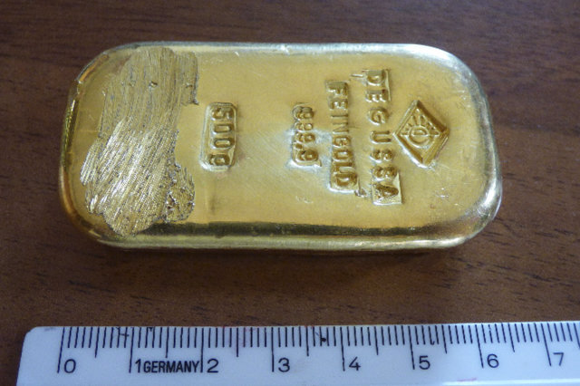 girl finds gold bar in lake in germany