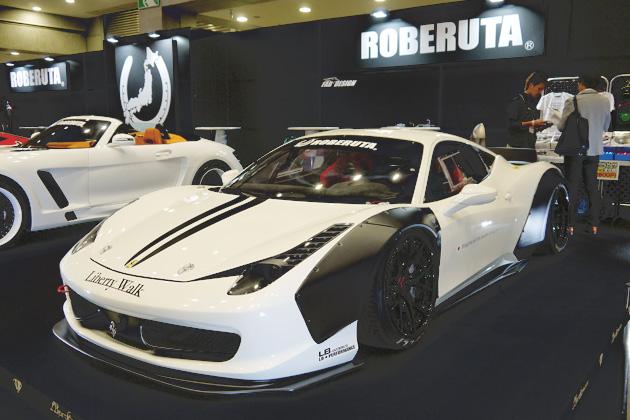 【SIS 2014】「フェラーリ 458」にビス留めオーバーフェンダー!
