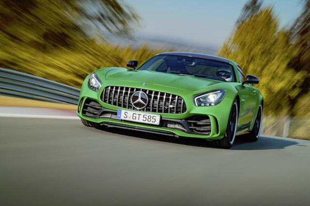AMG GT R; 2016; Rennstrecke; Exterrieur: AMG Green Hell magno; neuer AMG Panamericana Grill; Kraftstoffverbrauch kombiniert:  11,4 l/100 km, CO2-Emissionen kombiniert: 259 g/kmAMG GT R; 2016; race trackExterior: AMG Green Hell magno, new AMG Panamericana radiator grille;Fuel consumption, combined:   11.4 l/100 km, CO2 emissions, combined:  259 g/km