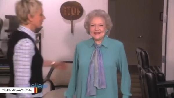 96歳の女優ベティ・ホワイトが明かす、一風変わった長寿の秘訣とは?