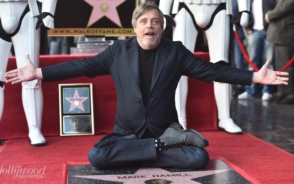 マーク・ハミルがハリウッド殿堂入り!ハリソン・フォードら豪華『スター・ウォーズ』ファミリーがお祝いに駆け付ける