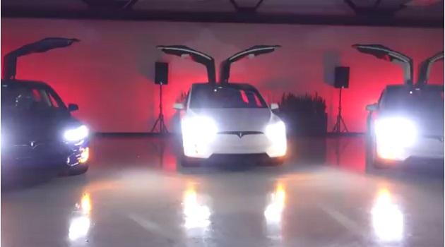 【ビデオ】テスラ「モデルX」に搭載されている隠れ機能で「モデルXマスショー」