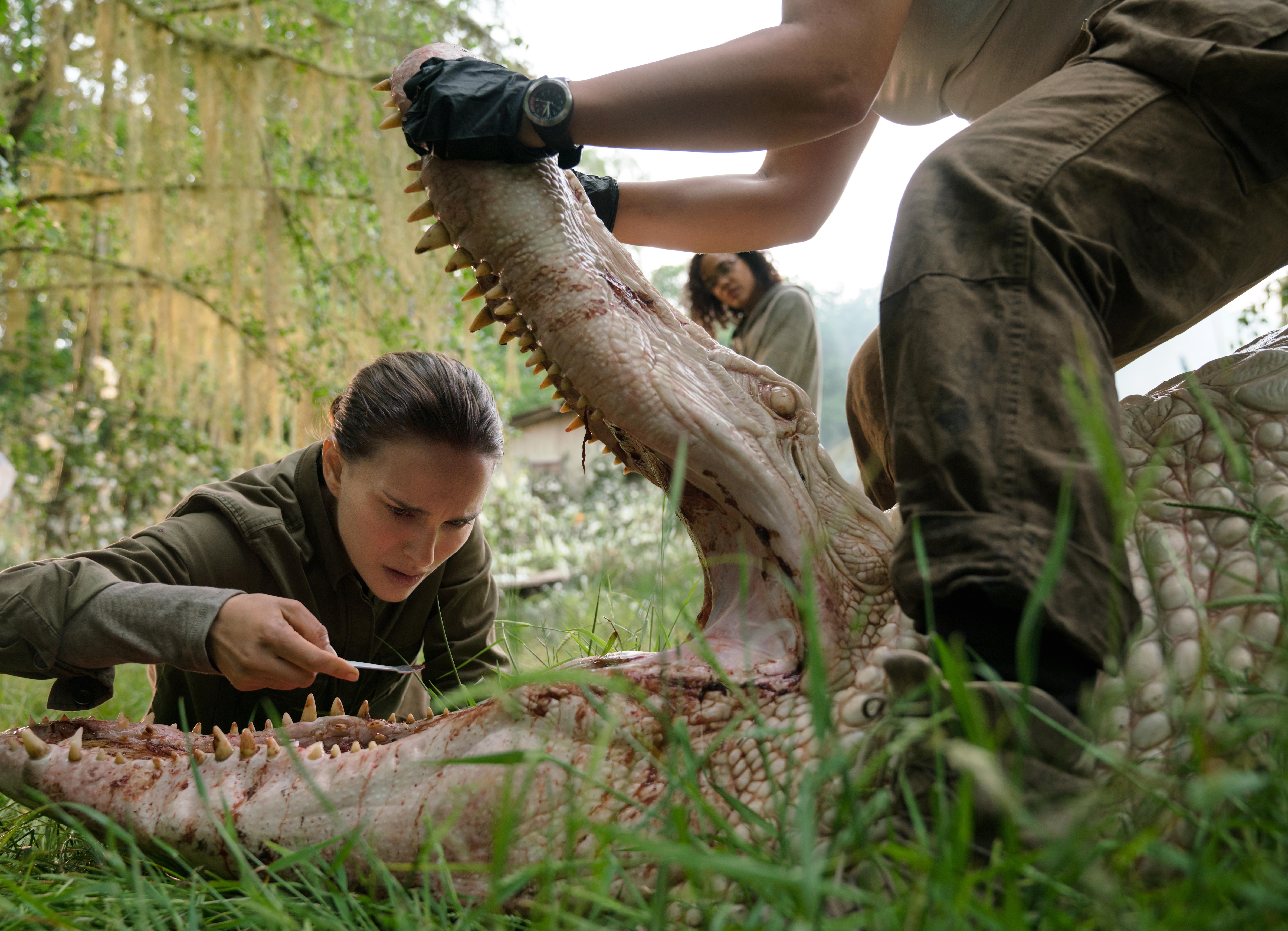 De gauche à droite: Natalie Portman et Tessa Thompson dans ANNIHILATION, de Paramount Pictures et