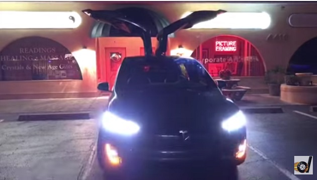 【ビデオ】ホリデーシーズンにぴったりなテスラ「モデルX」の新しい隠しコマンドが発見される!