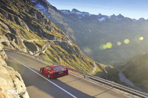 【ビデオ】フェラーリの名車「F40」でアルプス山脈の峠を攻める!