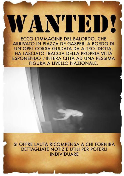 L'immagine dell'autore delle scritte contro Don Luigi Ciotti apparse a Locri la notte successiva alla...