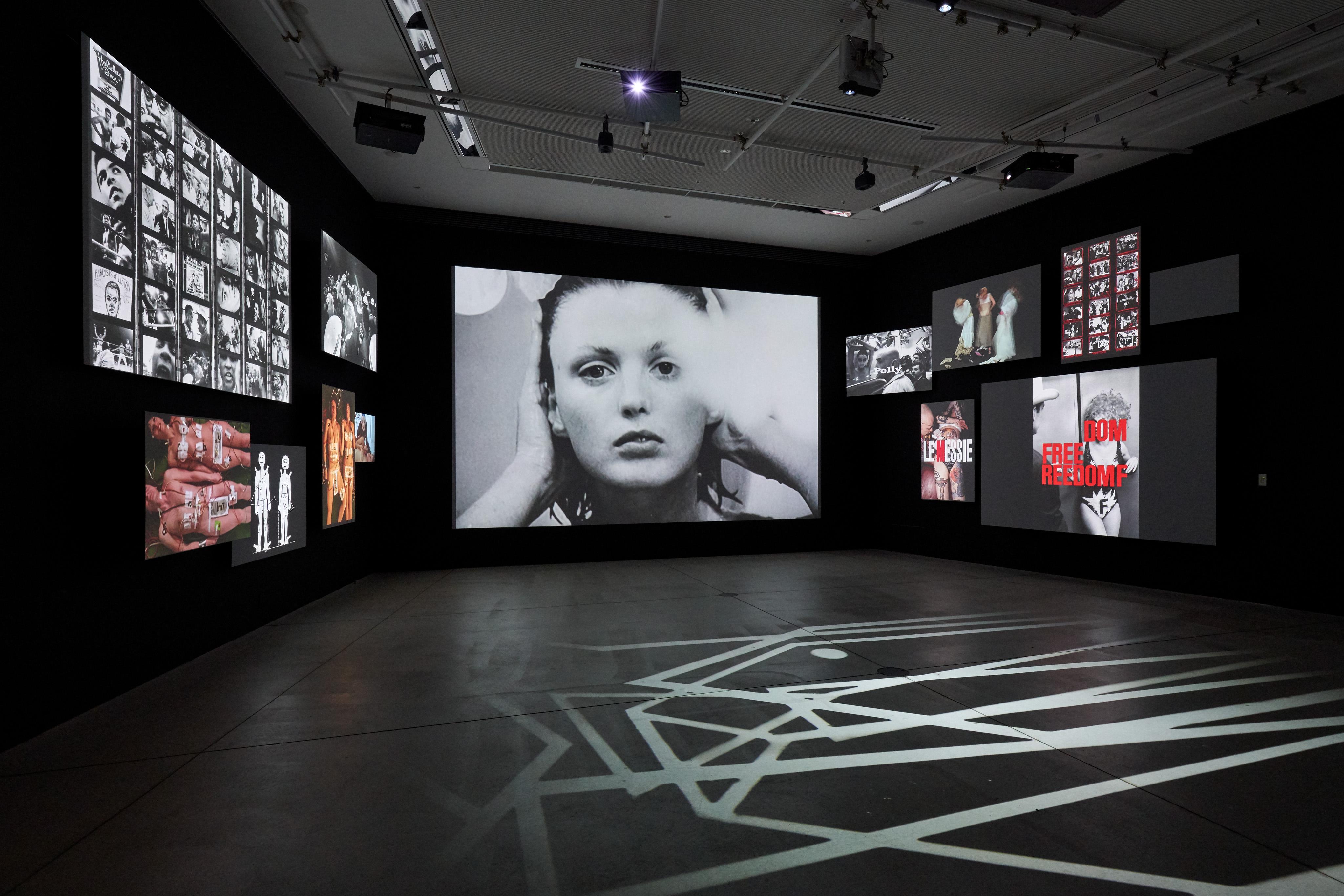 「写真都市展」展示風景(ウィリアム・クライン+TAKCOM「ウィリアム・クライン+TAKCOM, 2018」/Photo: Masaya Yoshimura)