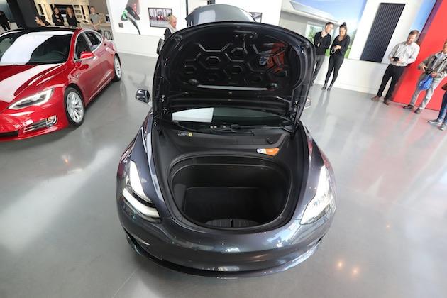 テスラ「モデル 3」のデュアルモーターAWDと高性能モデルの予約を間もなく受付開始。マスクCEOがツイート