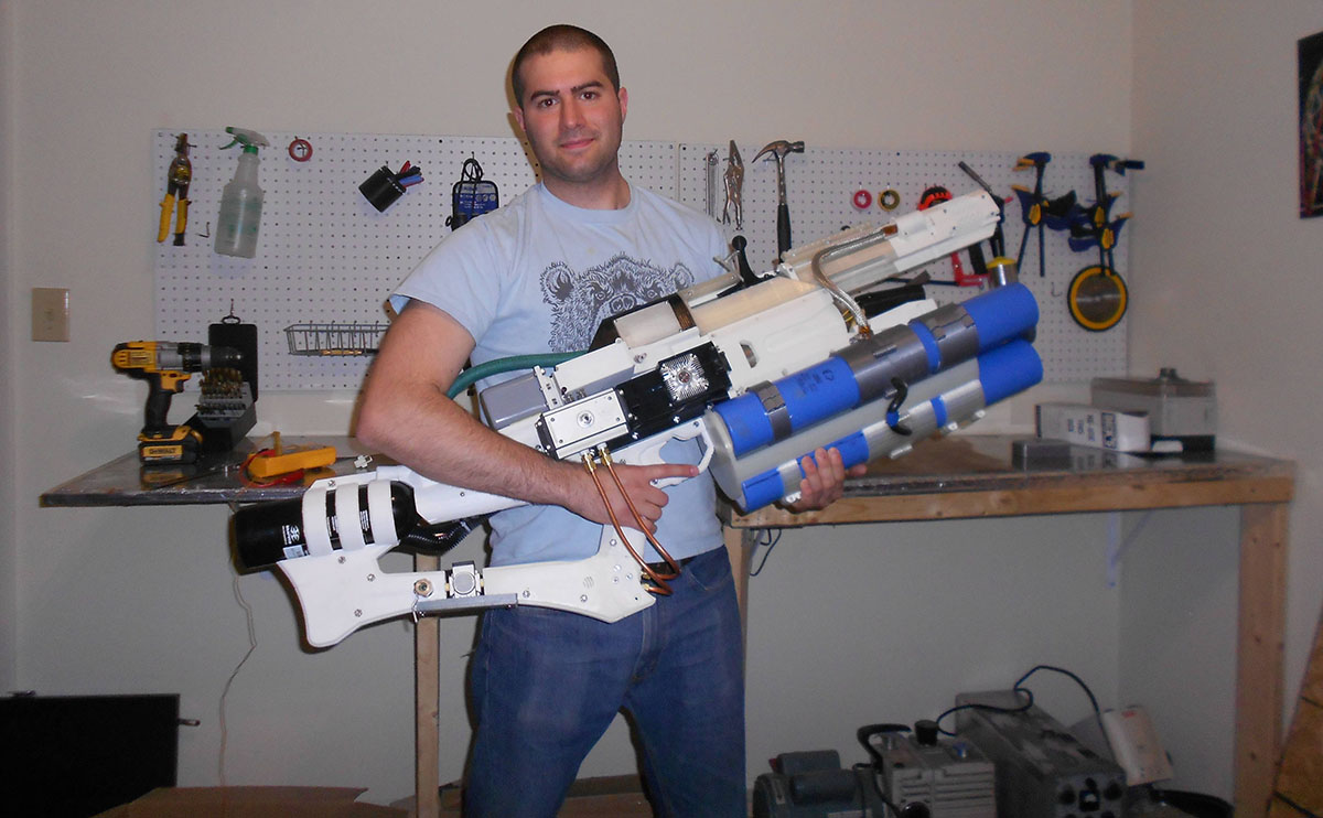 Guy creates handheld railgun with a 3D-printer